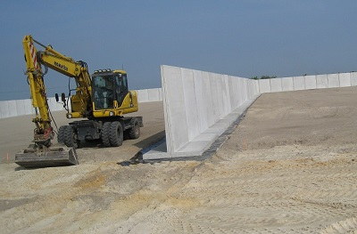 Picture of an L-wall - a concrete wall with an L-shaped profile